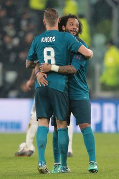 Real Madrid Team, Real Madrid Football Club, Real Madrid Players, Toni Kroos, Dfb Team, Big Legs, Uefa Champions League, Fc Barcelona, Cristiano Ronaldo