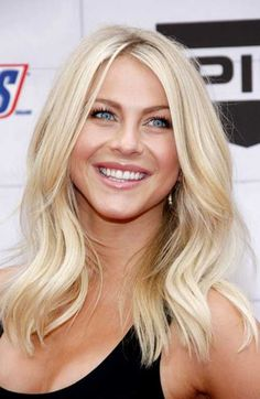 Julianne Hough Hair - See her hairstyles over the years. From long and brown to short and blond. Julianne Hough's hair is as well known as her dancing. Her short blond locks have been requested in salons across the country. Black Pink ジス, Hair Color For Fair Skin, Hair Colour, Blonde Color, Yellow Blonde Hair, Medium Hair Styles, Long Hair Styles, Mid Length Hair, Medium Length Hair Blonde