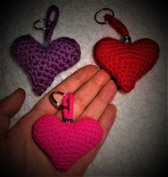 Amigurumi 3D Heart Key-Chain. Free Pattern used:  http://owlishly.typepad.com/owlishly/2009/02/corazoncitos-free-amigurumi-heart-pattern-in-3-sizes.html