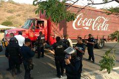 Presuntos estudiantes del CREN de Arteaga robaron un autobús, una camioneta de Barcel y un camión de Coca-Cola; la SSP logró recuperar dos de las unidades y los vándalos ofrecen ...
