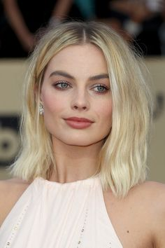 Margot Robbie Photos - Actor Margot Robbie attends the 24th Annual Screen Actors Guild Awards at The Shrine Auditorium on January 21, 2018 in Los Angeles, California. 27522_017 - 24th Annual Screen Actors Guild Awards - Arrivals
