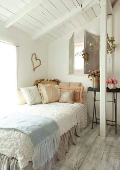 40+ Awesome Shabby Chic Bedroom Interiors for Small Apartment