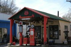https://flic.kr/p/ewLZ1x | Mahan's Filling Station | Originally in Middletown, Illinois, this vintage 1925 Phillips 66 station was relocated and is now in Springfield, Illinois