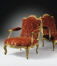 Paire de fauteuils à dossier plat en bois doré d'époque Louis XV, estampillée L.C. CARPENTIER