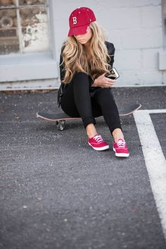 Skateboard, keds, casual street style outfit, all black outfit, boston hat