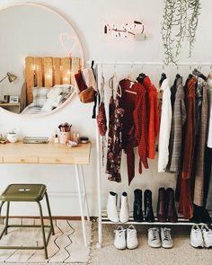 Closet Simples - Estilo Próprio by Sir Uni Room, Dorm Room, Deco Studio, Uo Home, Dream Rooms, House Rooms, Bedroom Decor, Mirror Bedroom, Master Bedroom