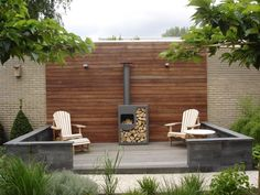 simple garden setting - really like the Ipe wall