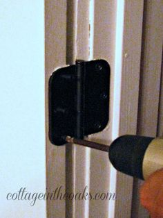 how to remove and replace door hinges