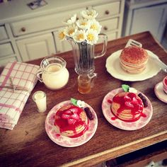 Strawberry pancakes 1:12