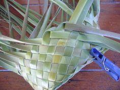 P1210338 Card Weaving, Weaving Art, Weaving Patterns, Basket Weaving, Flax Weaving, Flax Flowers, Weaving Techniques, Paper Crafts, Weave