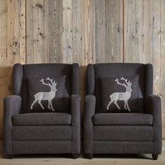 Cuscino con cervo ricamato Leni – Design Alpino