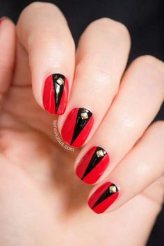 Red nails are symbol of classic beauty and elegance.Today we have chosen 15 Red Nail Designs that will give you an inspiration for your next manicure idea. Red Black Nails, Black Nail Art, Red Nails, Nail Red, Red Manicure, Gold Nail, Purple Nails, Black Art, Matte Black