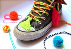 Dress up your sneakers with DIY yarn laces, tassels and pom-poms! Cute tutorial on Happythought.