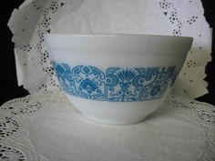 VINTAGE PYREX HORIZON BLUE GEOMETRIC DESIGN MIXING BOWL 1 1/2 PT  like this one being sold on etsy