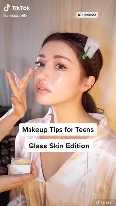 Makeup Looks Tutorial, Glasses Makeup Tutorial, Makeup Tutorial Videos, Ulzzang Makeup Tutorial, Beauty Tips For Glowing Skin, Makeup Makeover, Glass Skin, Skin Care Remedies, Tips Belleza