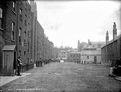Dublin Rising Ship Street Barracks in Dublin. Dorset Street, Dublin Street, Old Pictures, Old Photos, Vintage Photos, Photo Engraving, Back In Time, Dublin Ireland, Street View