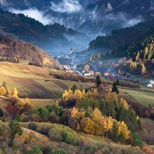 The Pieniny National Park, a national park in northern Slovakia located in the eastern Pieniny Mountains on the border with Poland Bratislava, Beautiful Places In The World, Amazing Destinations, Holiday Travel, Beautiful Landscapes, Places To See, Landscape Photography, Tourism, National Parks