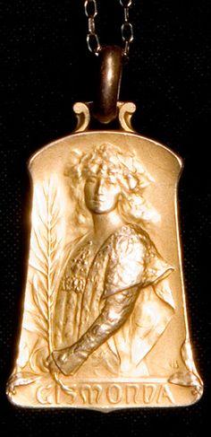 Edmond-Henri Becker - An Art Nouveau 'Gismonda' (Sarah Bernhardt) pendant, circa 1898. 3.5 x 2.2 cm. After a design by Théobald Chartran. Gold-Doublé. Marked: EB, Becker d'après Chartran, FIX. 1912 (engraved). #EdmondHenriBecker #ArtNouveau #pendant