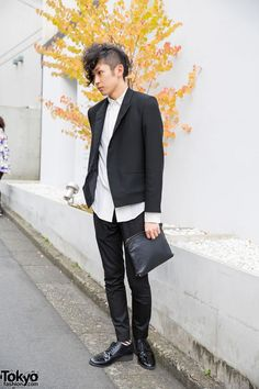 Here's a guy we met on the street in Harajuku with a cool partially shaved #hairstyle, a black suit (with untucked shirt), patent shoes, and a black clutch. #tokyofashion #street #Japan #fashion