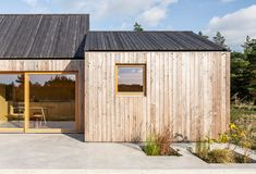 Gallery of Field House / Lookofsky Architecture - 24 Skylight Design, Bungalow Extensions, Wood Architecture, Swedish House, Design Fields, Prefab Homes, Tiny Homes, Large Windows, Reading Room