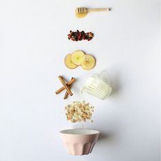 This mini tutorial will show you how to design a flatlay the easy way! First of all, what IS a flatlay? It's pretty self-explanatory: a flatlay is basically a photo of several objects laid out in an aesthetically pleasing fashion, usually themed or organi Food Design, Design Set, Food Flatlay, Flatlay Styling, Fashion Flatlay, Food Photography Styling, Fashion Photography, Photography Ideas, Product Photography