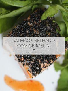 Aprenda a fazer um delicioso Salmão Grelhado com Gergelim que leva apenas 20 minutos pra ficar pronto! Receita completa em http://gordelicias.biz.