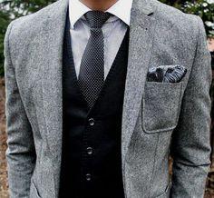 Aprende cómo combinar el chaleco de color distinto al del traje. Elegancia  garantizada. 857b3278b61