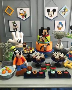 Mickey Mouse Birthday Decorations, Mickey Mouse Clubhouse Birthday Party, Mickey Birthday, Mickey Party, Minnie Mouse Party, 1st Boy Birthday, 1st Birthday Parties, Mickey Mouse Y Amigos, Fiesta Mickey Mouse