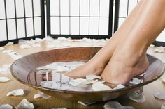 However, some of us don't have the time or money to spoil ourselves with spa days each week.With this DIY home spa, you can easily get the same relaxed, pampered feeling at home for a low cost. Home Spa Room, Spa Rooms, Spa Interior, Pretty Hurts, Home Spa Treatments, Grace Beauty, Relax, Face Treatment, Manicure E Pedicure