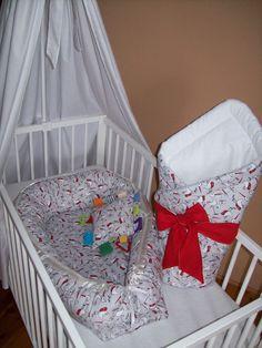 HNÍZDO , hnízdečko pro miminko je vhodné pro novorozence a miminka jako ochranný mantinel .Hodí do dětské postýlky, kolébky, kočárku ale i na gauč , postel ...Je oboustranné . Plněné 200g vatelinem,boky pes kuličky duté vlákno. ZAVINOVAČKA  rozměr 75 x 75 cm oboustranná plněná 200 g vatelínem + mašle na pevnější uvázání miminka . Textilní HRAČKA rozměr 20 x 20 cm -CO KUS TO ORIGINÁL .  VŠE 100% BAVLNA