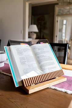 How To Make A DIY Cookbook Stand Craft Projects For Kids, Cool Diy Projects, Wood Projects, Cook Book Stand, Types Of Craft, Do It Yourself Projects, Vintage Farmhouse, Diy Woodworking, Shadow Box