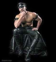 All about shiny, sexy black leather and rubber Leather Men, Leather Boots, Leather Jacket, Black Leather, Biker Leather, Leather Harness, Leather Motorcycle Pants, Cigar Men, Komplette Outfits