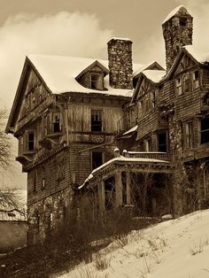 Abandoned Buildings, Old Abandoned Houses, Old Buildings, Abandoned Places, Old Houses, Abandoned Castles, Beautiful Ruins, Beautiful Buildings, Beautiful Places