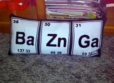 Black and white pillow. Bazinga pillow from the big bang theory. Haha Funny, Hilarious, Funny Stuff, Geek Out, Big Bang Theory, Just For Laughs, Bigbang, Zine, Bangs