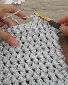 ― By Ayşe Gizem✂さん( 「Fıstık model çanta yapımının baştan sona çekilmiş videosu yok ama fırsat buldukça ufak ufak…」 Tunisian Crochet, Crochet Stitches, Crochet Toys, Knit Crochet, Knitting Patterns, Crochet Patterns, Knitted Bags, Beautiful Crochet, Crochet Designs