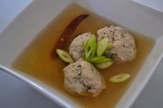 The Cook and the Thermo: Vietnamese Broth With Chicken Meatballs Thermomix Meatballs 2, Chicken Meatballs, Chicken Noodle Soup, Fish Sauce, Chicken Thighs, Baked Potato, Serving Bowls, Asian, Cooking