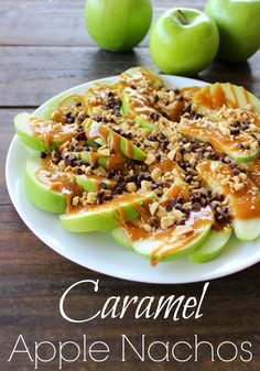 5 STAR EASY CARAMEL APPLE NACHOS RECIPE-These nachos are made out apples and drizzled with caramel, then sprinkled with chocolate chips and peanuts.  Who could resist?