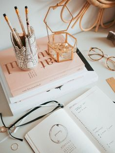 January is for journaling… Last year I got in to bullet journaling, something that surprised me because I've never really been a diary-keeping kind of person. Home Office Organization, Office Decor, Planners, Cute Stationery, Stationary, Co Working, Blogger Tips, Key Dates, Rose Gold