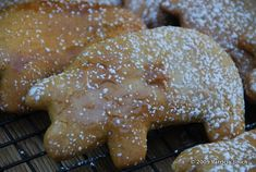 My Three Little Piggies Cookies. Piggies can be found in many places under different names: marranitos, puerquitos, cerditos, cochinitos. Mexican Sweet Breads, Mexican Bread, Mexican Food Recipes, New Recipes, Cookie Recipes, Favorite Recipes, Mexican Desserts, Dessert Recipes, Mexican Meals