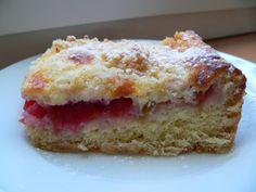 Máte rádi koláče s drobenkou, ale připadají vám často suché?? Zkuste koláč z lineckého těsta se smetanou a drobenkou...