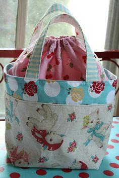 Cute little bag w/tutorial link.