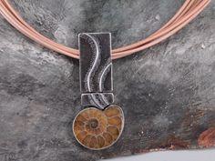 Anhänger 925/000 Silber mit Ammonit auf Ziegenlederband.....handgefertigtes Unikat aus der Ottensheimer Goldschmiede.... Band, Atelier, Goat, Silver, Leather, Sash, Bands