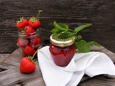 szeretetrehangoltan: Mentás eperlekvár tartósítószer nélkül Strawberry, Pudding, Fruit, Desserts, Food, Tailgate Desserts, Deserts, Custard Pudding, Essen