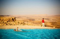 The pool at Beresheet Hotel, Mitzpe Ramon. Photo: Yadid Levy / Alamy