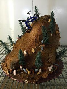 Mountain Bike cakes at DelRio Cakes in Temecula www. Bike Birthday Parties, 9th Birthday, Birthday Cakes, Birthday Ideas, Mountain Bike Cake, Mountain Biking, Dirt Bike Cakes, Bicycle Cake, Libby's Pumpkin