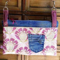 les_folies_de_cajumy ChaChaCha by @patrons_sacotin  Modèle médium, deux poches. * Sac disponible *  #chachacha #sacôtin #sac #faitmain #handmade #sewing #jean #tissu #fabric #flowers #violet #doré #rose #bleu #surcommande #personnalisé #cajumy