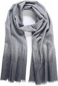 Pin for Later: Die 50 besten Geschenkideen für eure (Schwieger-)Mutter  Uta Raatsch grauer Schal im Ombré-Stil mit Strass-Steinchen (90 €)