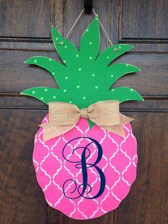 Pineapple Door Hanger ~ would love it in another color. Painted Doors, Wooden Doors, Painted Letters, Monogram Letters, Wooden Signs, Burlap Door Hangers, Wooden Hangers, Burlap Wall, Wooden Cutouts