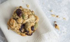 Sweet and fruity with a hint of spice, a batch of these deliciously healthy cookies will keep kids and adults smiling at snack time. Healthy Savoury Muffins, Healthy Cookies, Gluten Free Cookies, Healthy Mummy, Healthy Baking, Healthy Heart, Healthy Snacks, Apple Recipes, Baking Recipes
