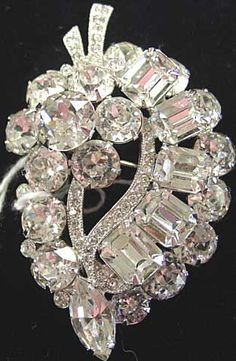 """Costume jewelry gained a foothold in fashion during World War II when metals were rationed. Instead of being an imitation of """"real"""" jewelry, costume jewelry was designed to look like costume jewelry. Or Antique, Antique Jewelry, Vintage Jewelry, Handmade Jewelry, Antique Brooches, Antique Necklace, Victorian Jewelry, Vintage Rings, Costume Jewelry Rings"""